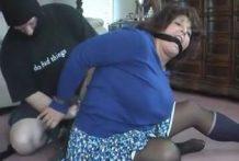 Violan duramente a la vieja gorda