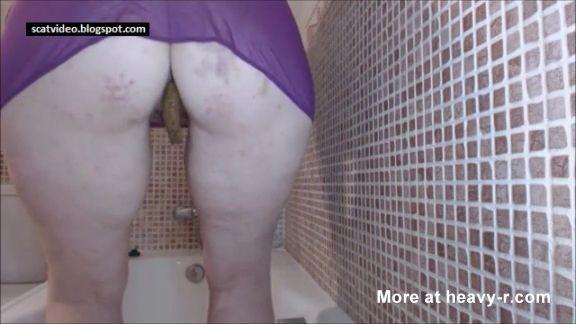 Gran señora gorda cagando