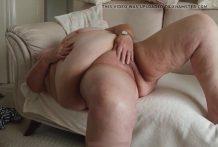 La abuela muestra su culo enorme