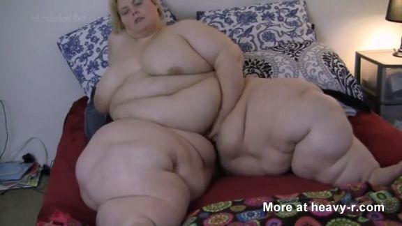 Encuentra su coño entre kilos de grasa