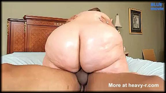Rusa obesa con enorme culo montando una gran polla negra