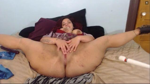 Es una joven y preciosa gorda muy flexible