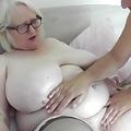Mujer Albina y gorda recibe un masaje especial