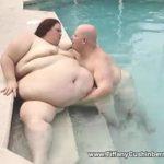 Imagen Una ballena cachonda en la piscina
