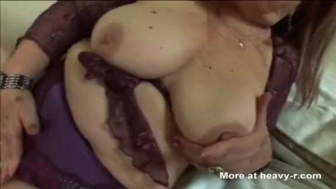 Abuela gorda con una gloriosa vagina húmeda