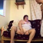 Imagen Mujer con mucha grasa se folla de vacaciones a su joven amante