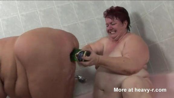 Cerdas gordas follando Botellas