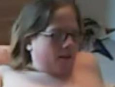 SSBBW con enormes pechos se masturba en la webcam