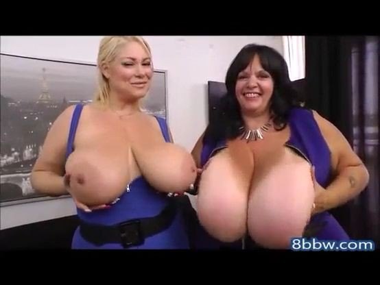 Mujeres con enormes tetas