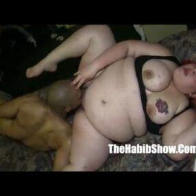 Obesa con negro flaco