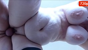 Chica gorda caliente con grandes tetas colgando