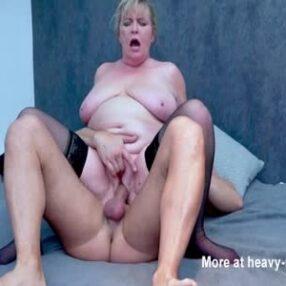 Mamá gordita está disfrutando de un buen polvo