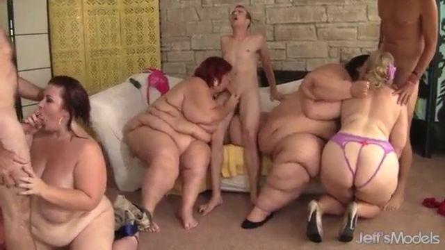 Una orgía solo de mujeres obesas