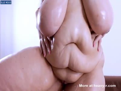 Gorda barrigona luce su cuerpo