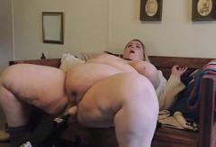 SSBBW usa máquina de follar e hitachi hasta el orgasmo