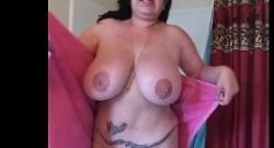 Tetona madura gordita desnuda en el baño