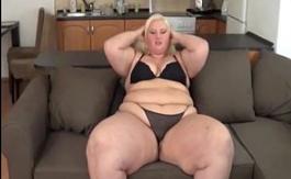 Melinda Balogh SSBBW obtiene culo gordo trabajado