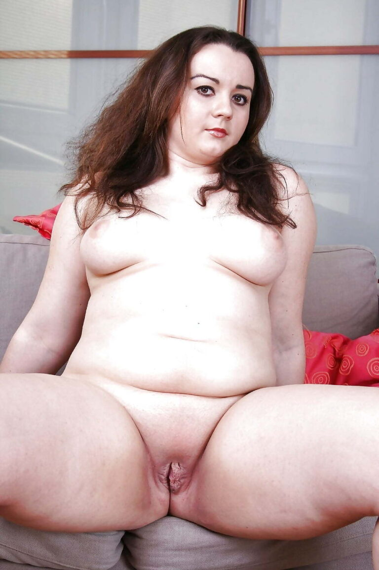 Chubby Young Babe Masturbates Right In Kitchen